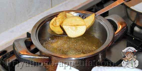 картофель фри на шумовке