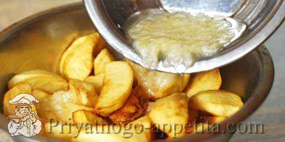 картошка фри с чесночным соусом