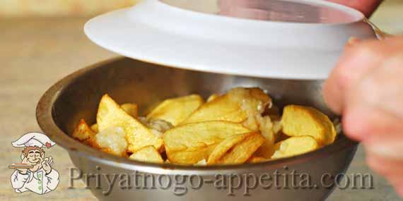 картошка фри в миске