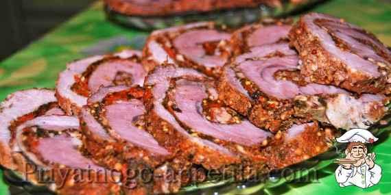Рулет из свинины со шпинатом