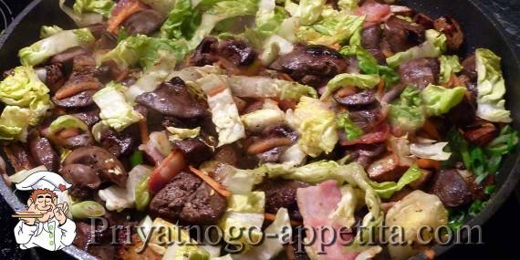 Салат с грибами и куриной печенью