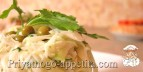 Свежая капуста с горошком и зеленью