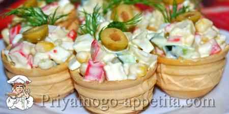 Крабовый салат в тарталетках