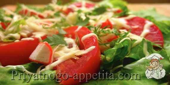 Салат с крабами и помидорами