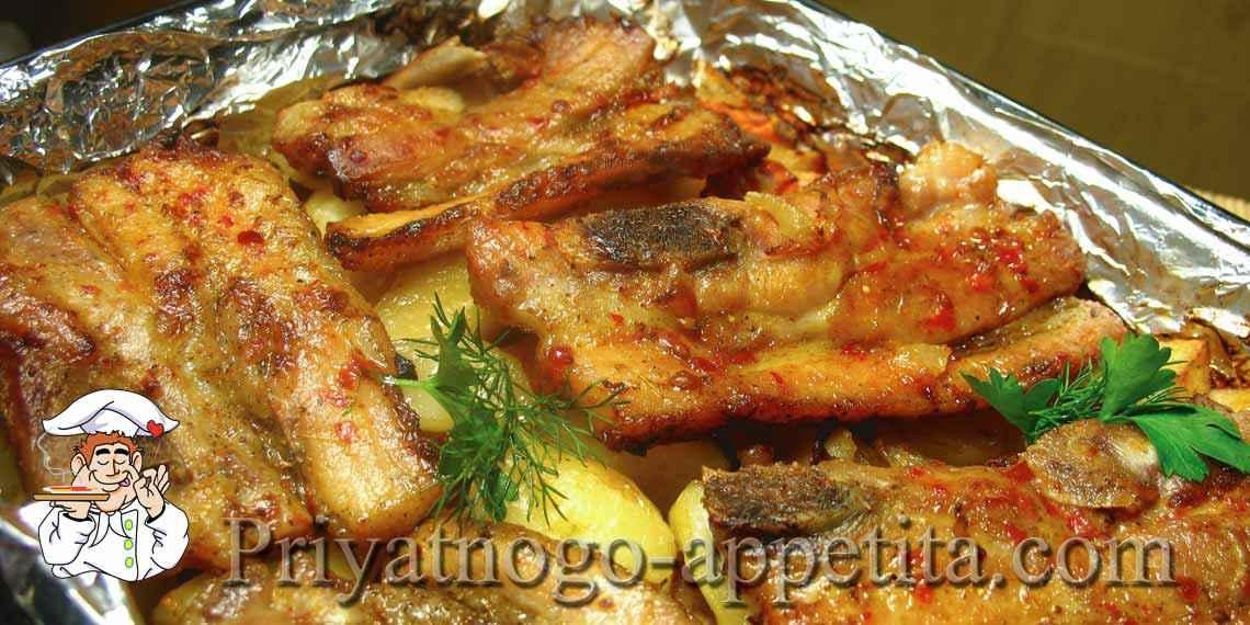 Ребрышки в духовке с картофелем
