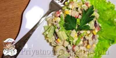 Салат из кальмаров с ананасами