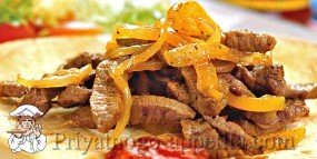 Мясо с луком и перцем