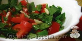 Салат из щавеля и помидоров
