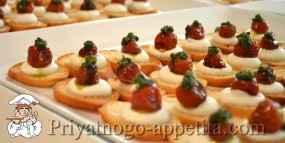 Тартинки с помидорами