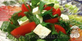 Салат из помидор, щавеля и брынзы