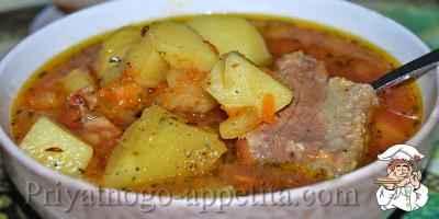 Cоус из свиных ребрышек с картошкой