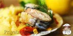 Тушеная скумбрия с овощами