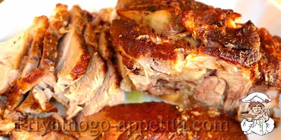 Как приготовить свинину в духовке