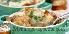 Луковый суп на курином бульоне