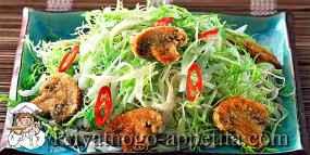 Салат с грибами и лапшой