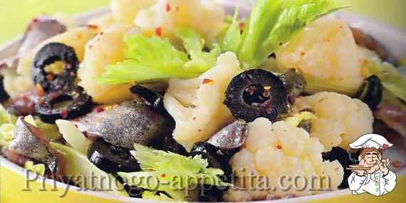 Салат из цветной капусты с оливками