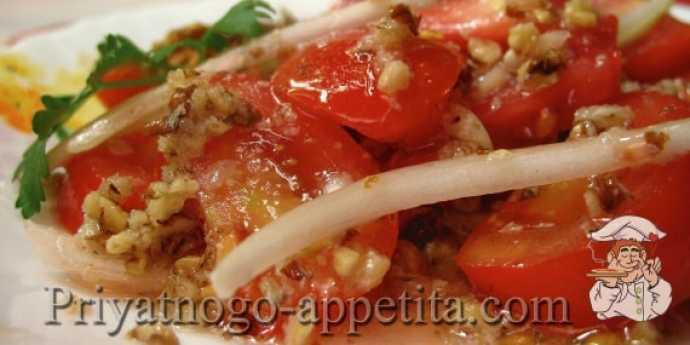 Орехово-томатный салат