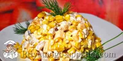 Салат с курицей, кукурузой и сухариками