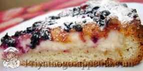 Пирог с творогом и черной смородиной