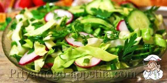 Салат из капусты с редисом и огурцом