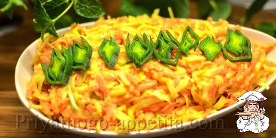 Салат с луком-пореем, морковью и яблоками