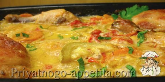 Курица с овощами в сметано-сырном соусе