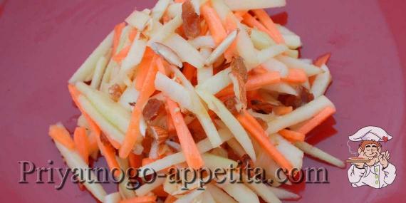 Салат из свежей моркови и яблок
