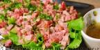 Мясной салат с сыром и огурцами