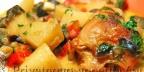 Тушеная курица с баклажанами