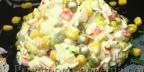 Салат из крабовых палочек классический