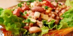 Салат из вареной колбасы и бобов