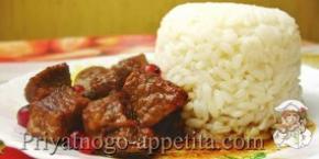 Мясо, тушеное с красной смородиной