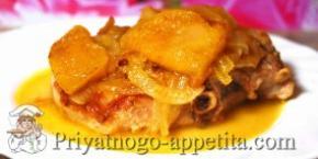 Свинина с яблоками, запеченная в духовке