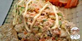 Салат с рисом и консервой