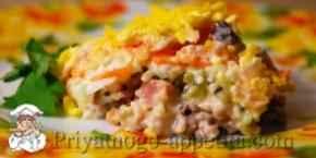 Мясной салат с киви