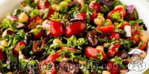 Салат из консервированных помидоров