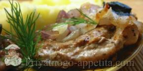 Натуральный свиной бифштекс с луком