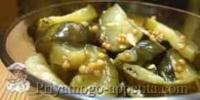 Салат из огурцов с семенами горчицы