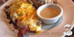 Бифштекс с сыром и колбасой