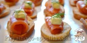Тартинки с копченым лососем
