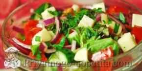 Салат с брынзой и овощами