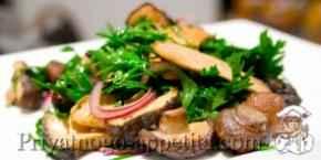 Салат из соленых грибов
