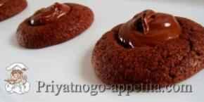 Шоколадное печенье с кремом