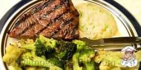 Мясо с луковым пюре
