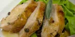 Куриные грудки под соусом