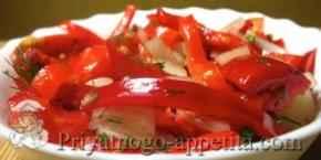 Салат из помидоров, перца и лука