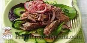 Салат с говядиной и пикантным луком