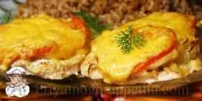 Куриные отбивные в духовке с помидорами и сыром